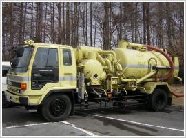 特殊車両(高圧吸引車)